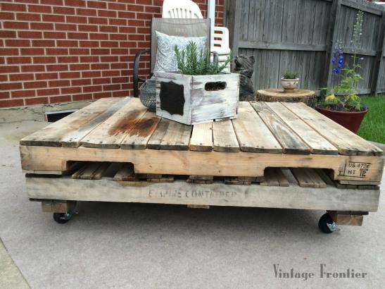 Vintage Frontier Blog pallet-diy-coffee-table