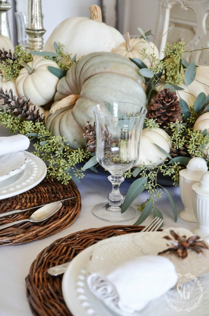 18-natural-thanksgiving-tablescape-bronze-tray-pumpkins-stonegableblog