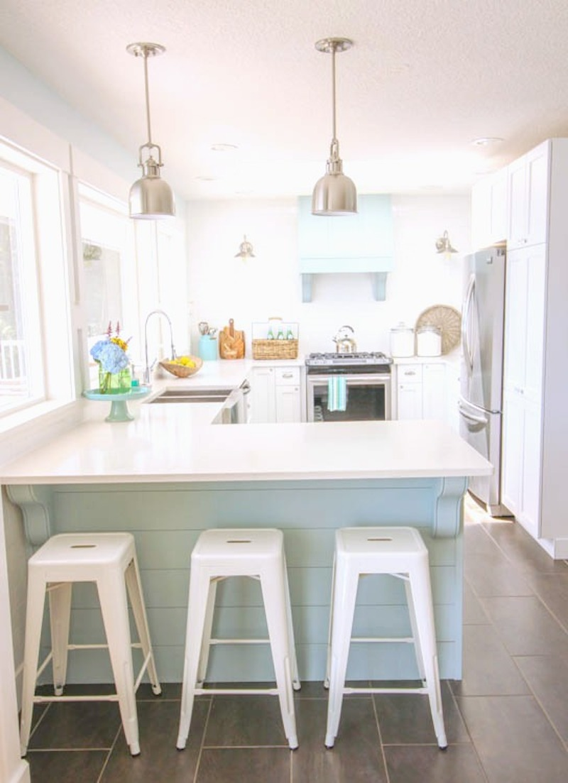 9-gorgeous-coastal-style-white-shaker-kitchen-with-aqua-blue-at-thehappyhousie-com-391