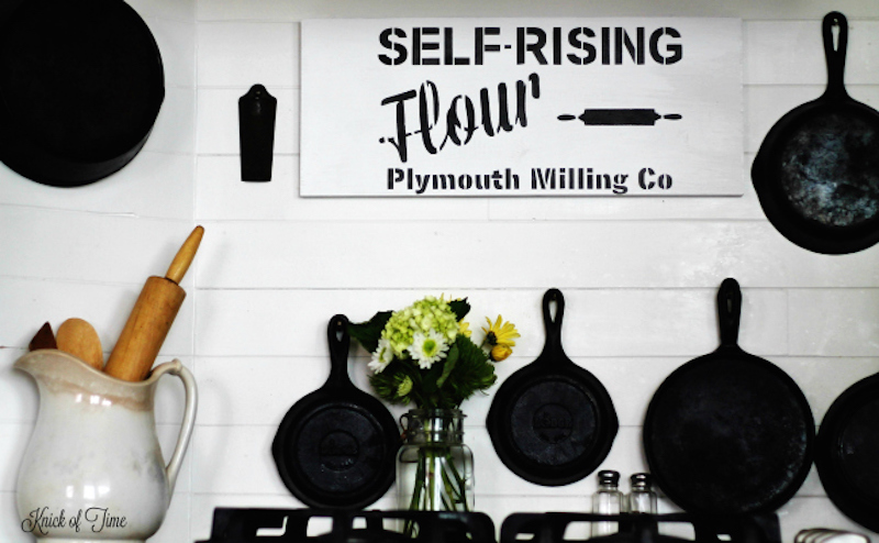 9 black-and-white-farmhouse-kitchen-handmade-sign-Knick-of-Time