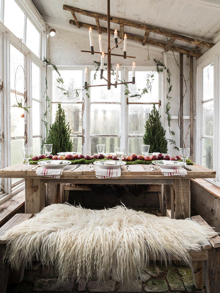 Outdoor Picnic Table with Faux Fur Rug